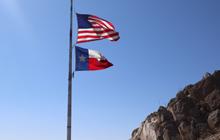 テキサス州の旗と星条旗